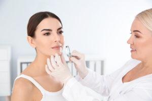 konsultacji dermatologicznej (wymaga aktualnego skierowania)